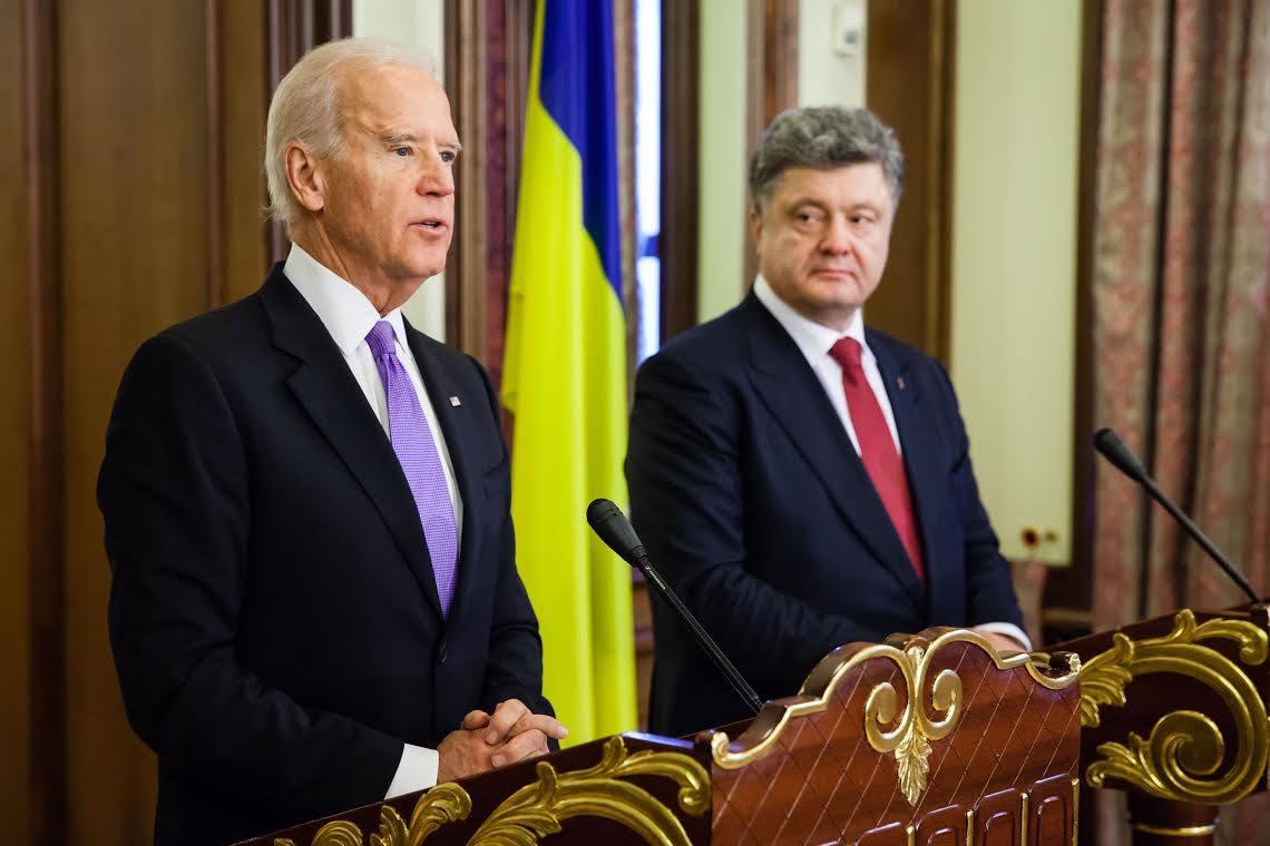 Украина между двух огней. Зачем Деркач опубликовал записи Порошенко и Ба...