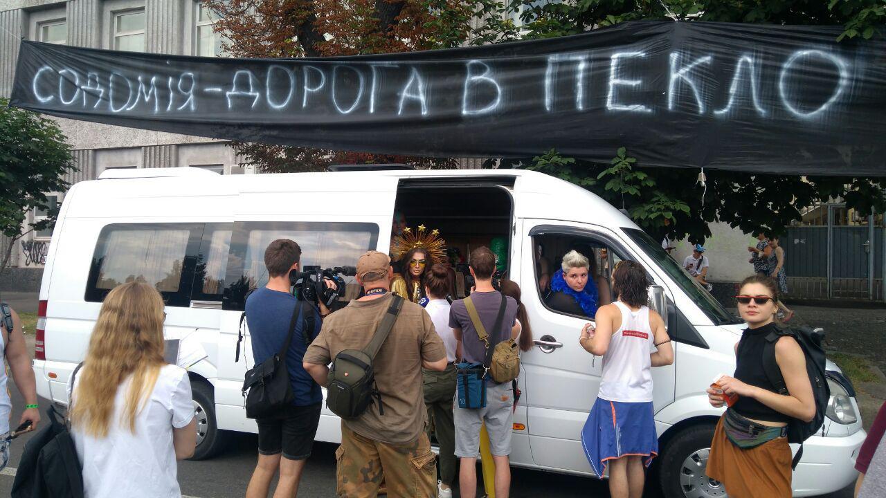 Противники КиевПрайда ворвались в колонну