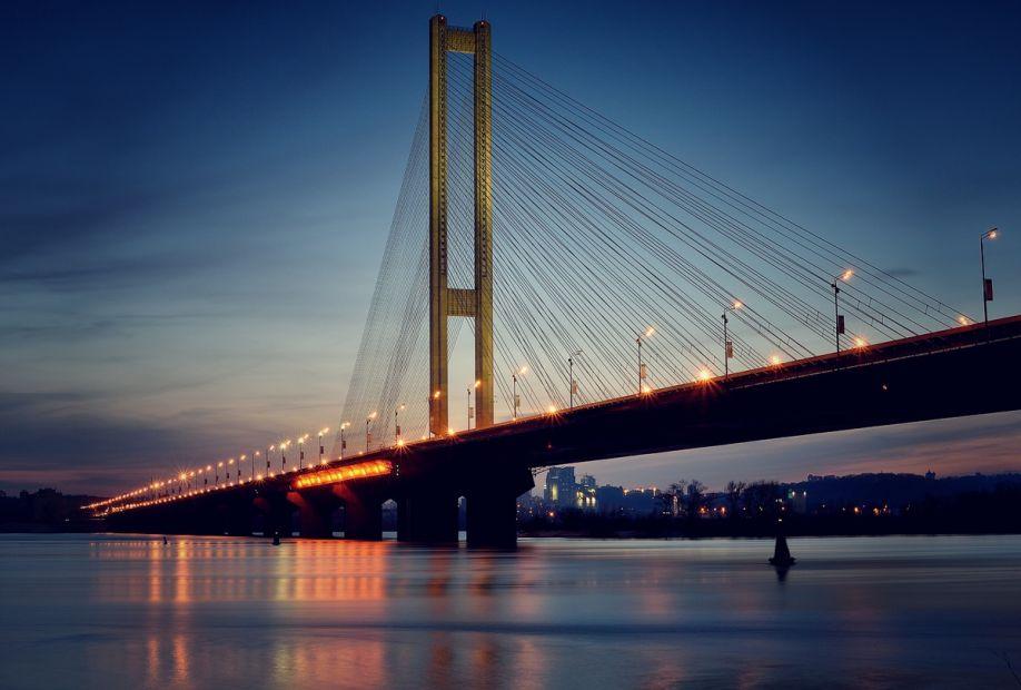 В Киеве на Южном мосту перекроют две полосы движения в сторону центра