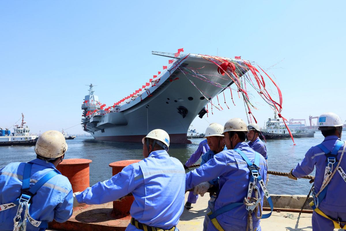 Первый китайский авианосец вышел в открытое море