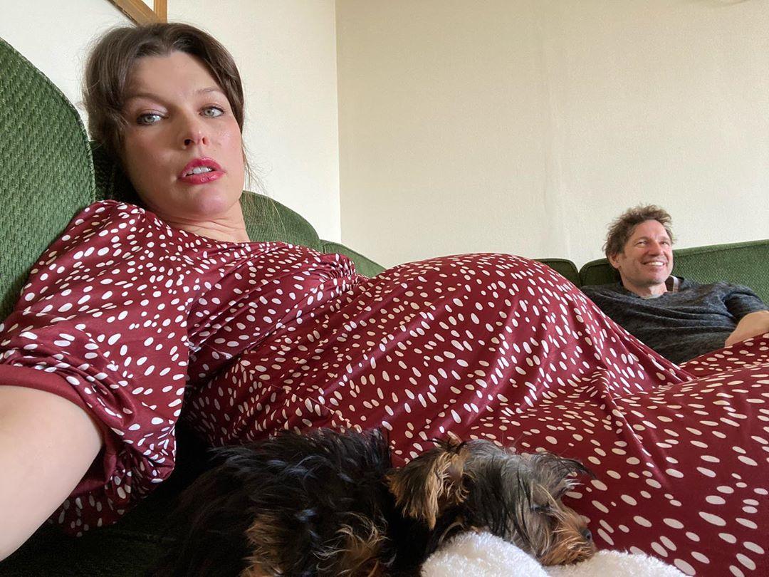 Бессонница и отеки: Милла Йовович рассказала о своих проблемах на послед...