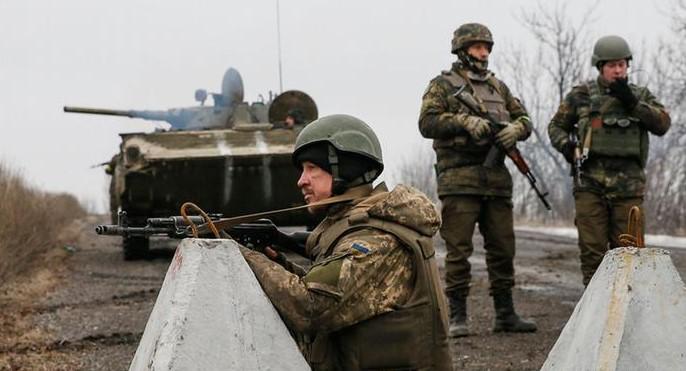 Боевики у Пищевика ранили украинского военного, – штаб ОС