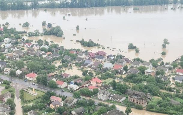 Кабмин выделил 754 млн грн на борьбу с последствиями паводка на западе У...