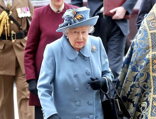 Коронавирус при дворе: принц Гарри и королева Елизавета отправились в са...