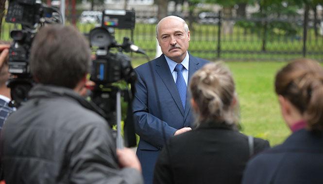 """Лукашенко объяснил, почему не уходит: """"Придут урки с прикорытниками"""""""