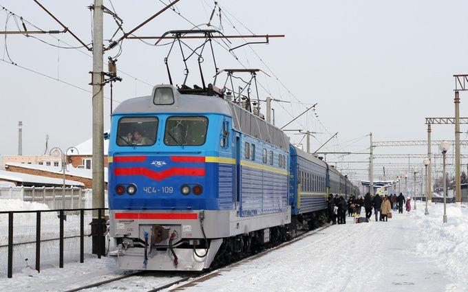 Во Львовской области из-за падения деревьев задерживаются пять поездов