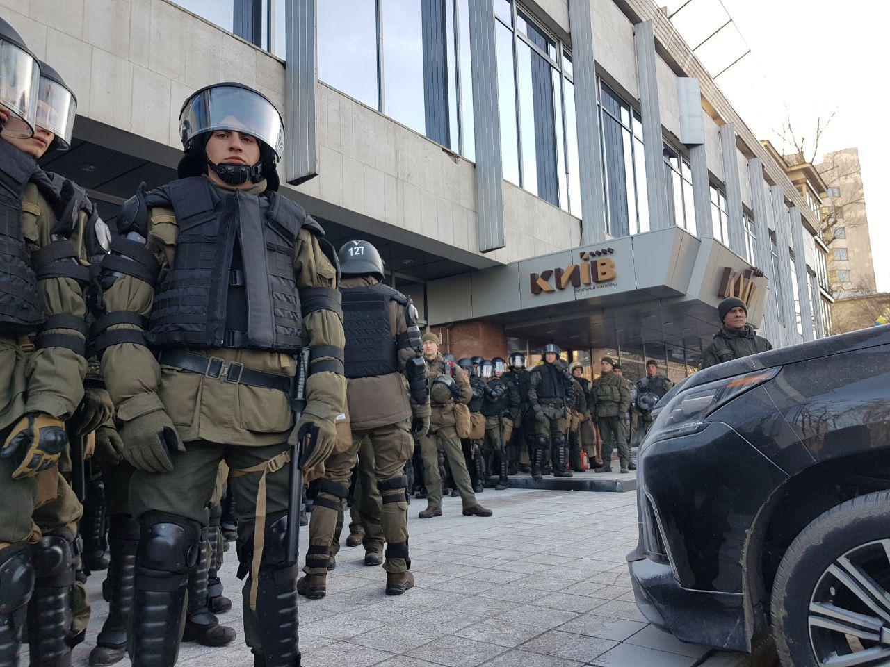 В столкновениях у Рады пострадали двое правоохранителей