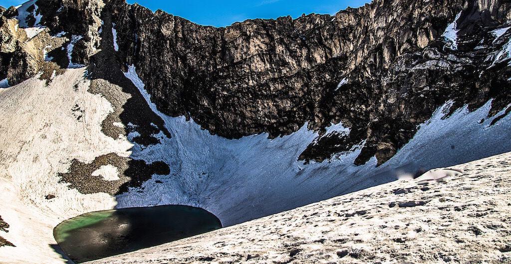В Озере Скелетов в Гималаях нашли останки древних греков