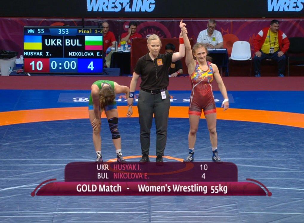Украинки взяли три золотые медали на чемпионате Европы по борьбе
