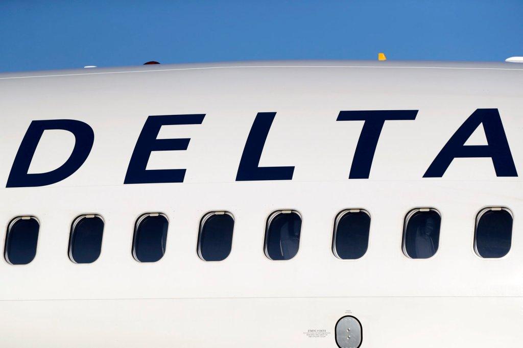Пилоты авиакомпании Delta  развернули самолет из-за отказа пассажиров на...