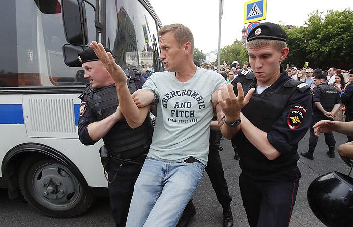 Марш в Москве: Навальный вышел на свободу