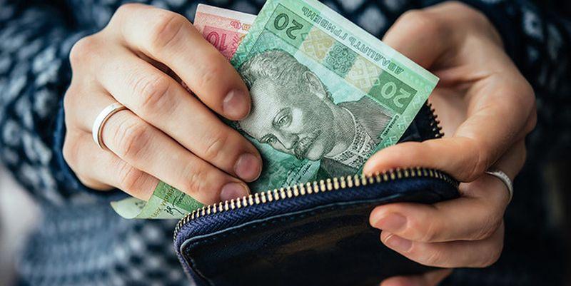 """Помочь бюджетникам и бюджету: """"слуга народа"""" рассказал, зачем повышают м..."""