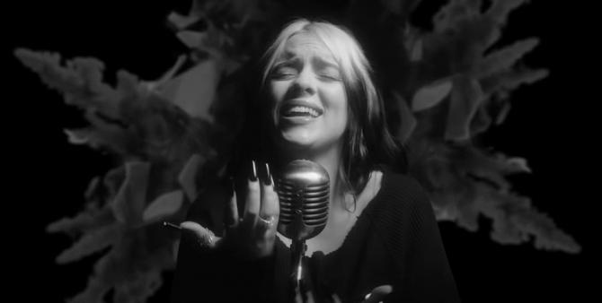 """Билли Айлиш выпустила клип на заглавную песню нового """"Джеймса Бонда"""""""