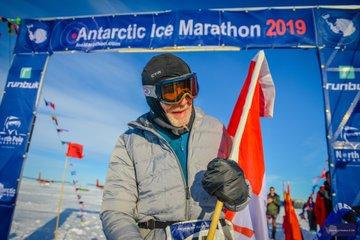 84-летний канадец пробежал марафон в Антарктиде менее чем за 12 часов