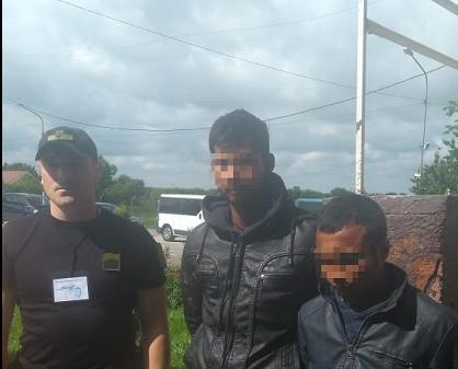 Пограничники поймали нелегалов, которые случайно приехали в Украину вмес...