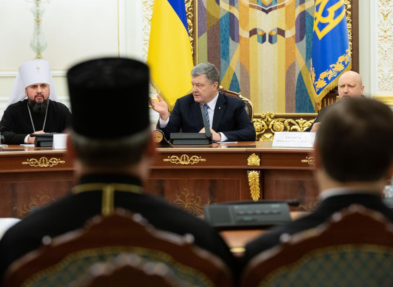 Порошенко призвал церковь помочь в проведении выборов без насилия