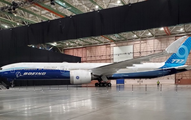 Компания Boeing представила самый длинный в истории пассажирский лайнер