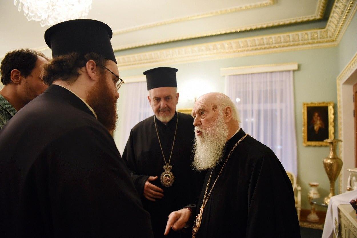 """Филарет обсудил """"церковную жизнь"""" с представителями Константинополя"""