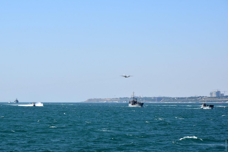 ВМС Украины отработали высадку десанта, постановку мин и защиту морских...