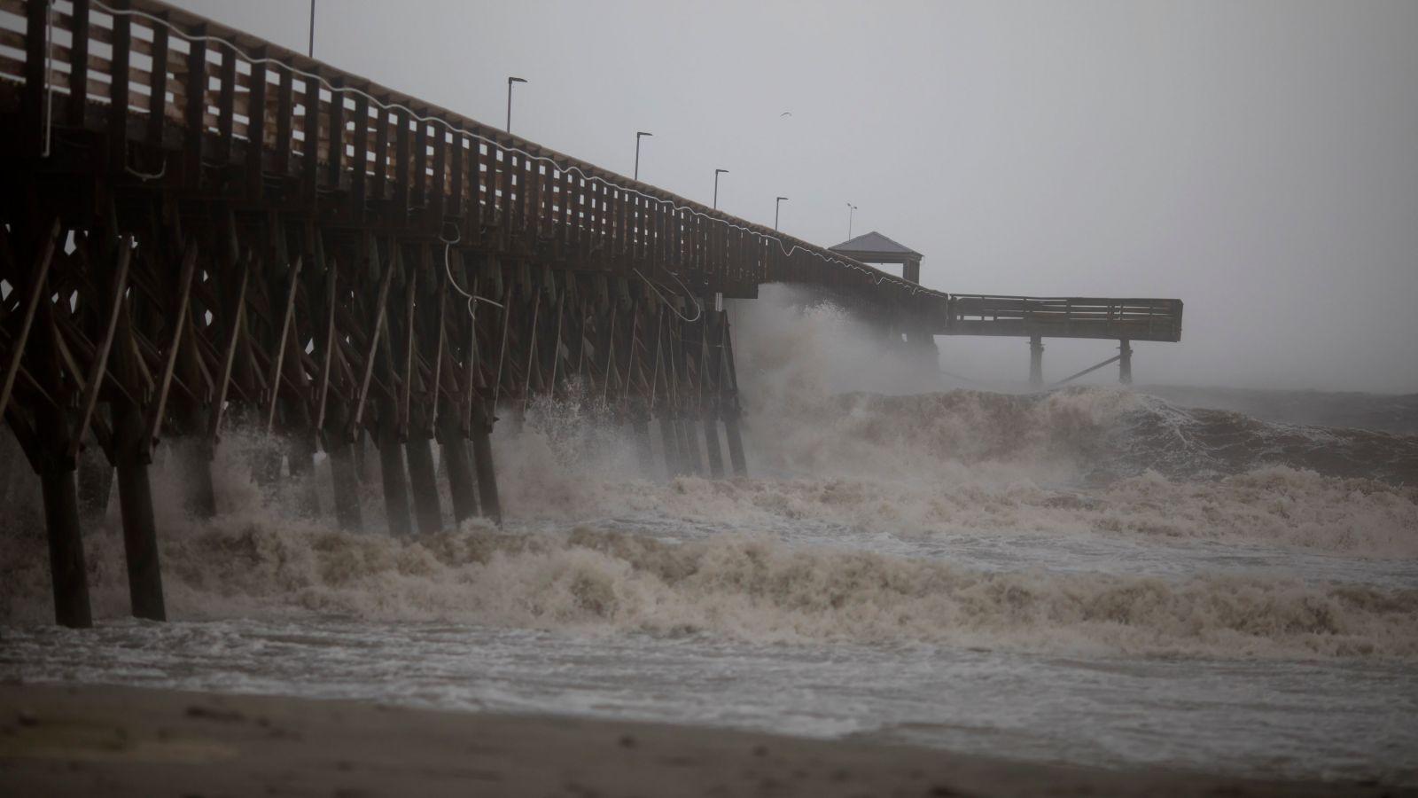 """В США ураган """"Дориан"""" породил торнадо и затопил береговую линию"""