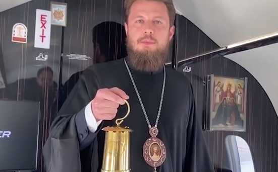 УПЦ МП привезла в Украину благодатный огонь
