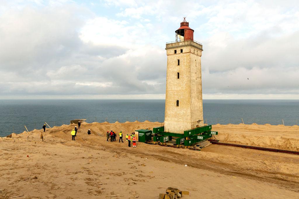 Интронизация Нарухито, перезахоронение Франко и переезд маяка в Дании. Г...