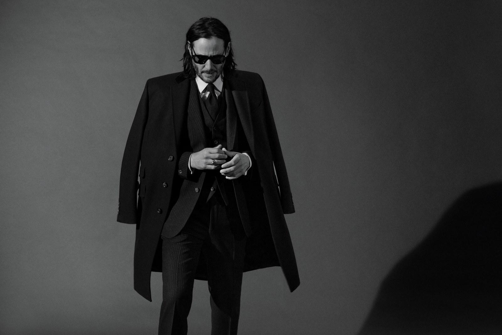 Черно-белый нуар: Киану Ривз впервые за долгое время снялся для глянца