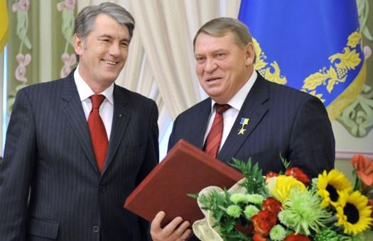Ющенко вручил ордена Героя Украины артисту, врачу и главе Киевгорстроя
