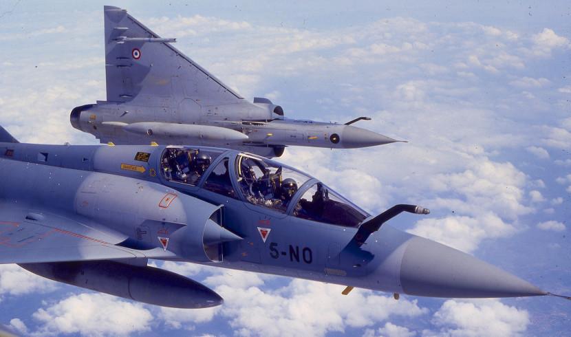 Во Франции истребитель нечаянно сбросил учебную бомбу на завод