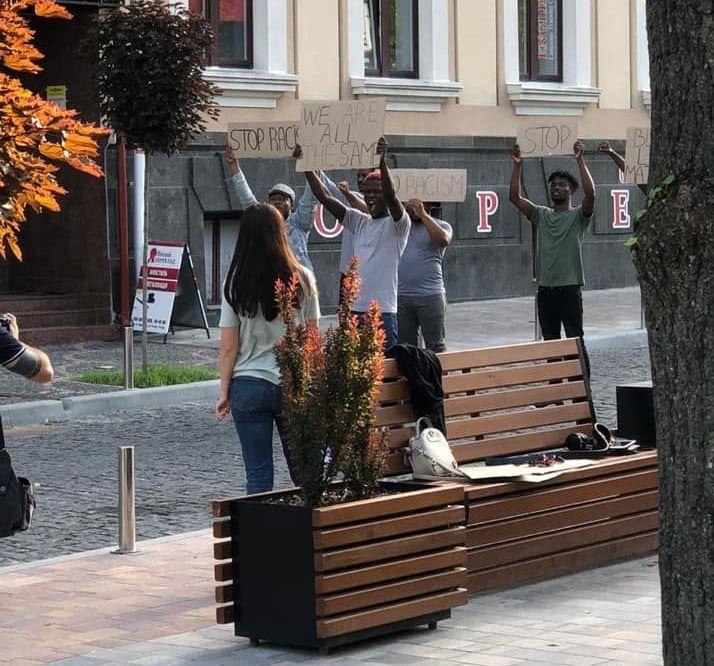 """""""Акция протеста темнокожих"""" в Тернополе оказалась фотосессией местного ф..."""