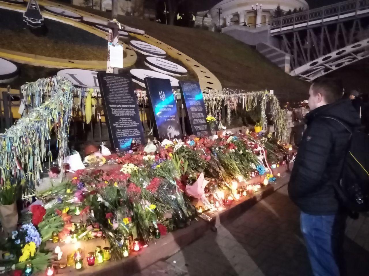 """""""Это выдающаяся страница в истории"""". На Майдане активисты помянули Небес..."""