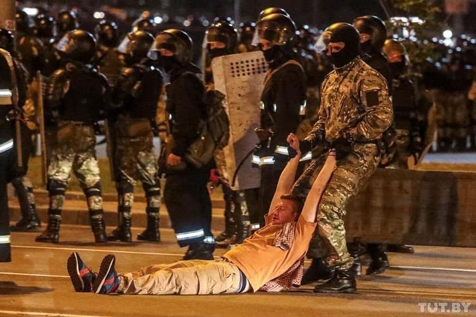 Больницы забиты пострадавшими. Количество задержанных в протестах в Бела...