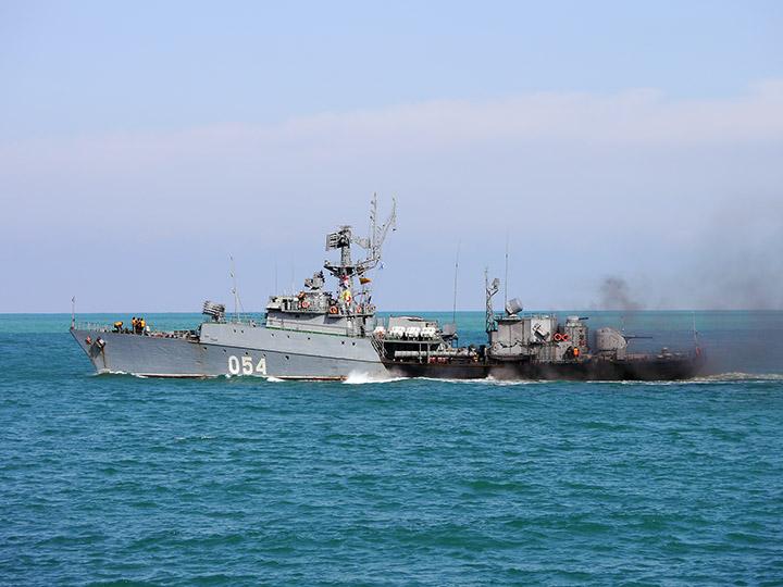 Корабли и авиация Черноморского флота РФ вышли на учения в Крыму