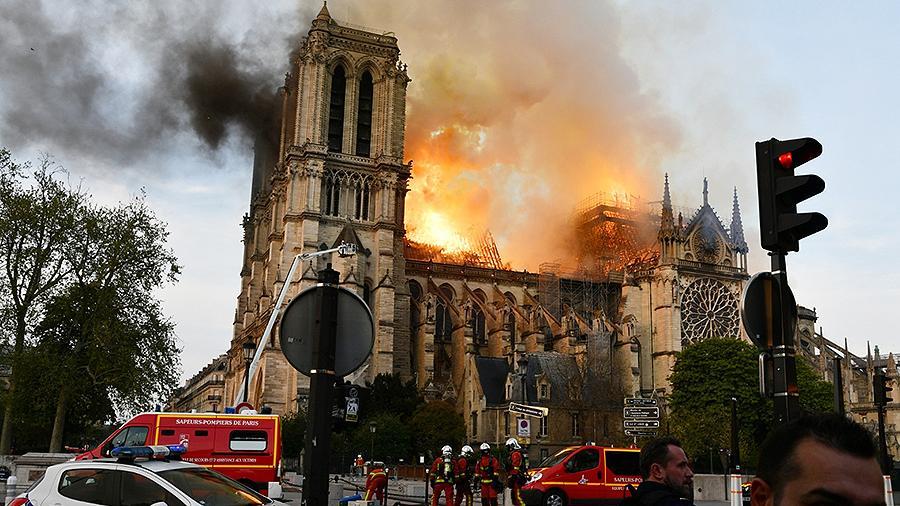 Во Франции приняли закон по реставрации Нотр-Дам де Пари
