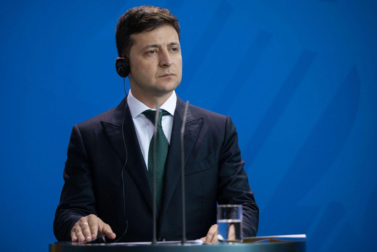 Зеленский поручил обеспечить электронную регистрацию места жительства гр...