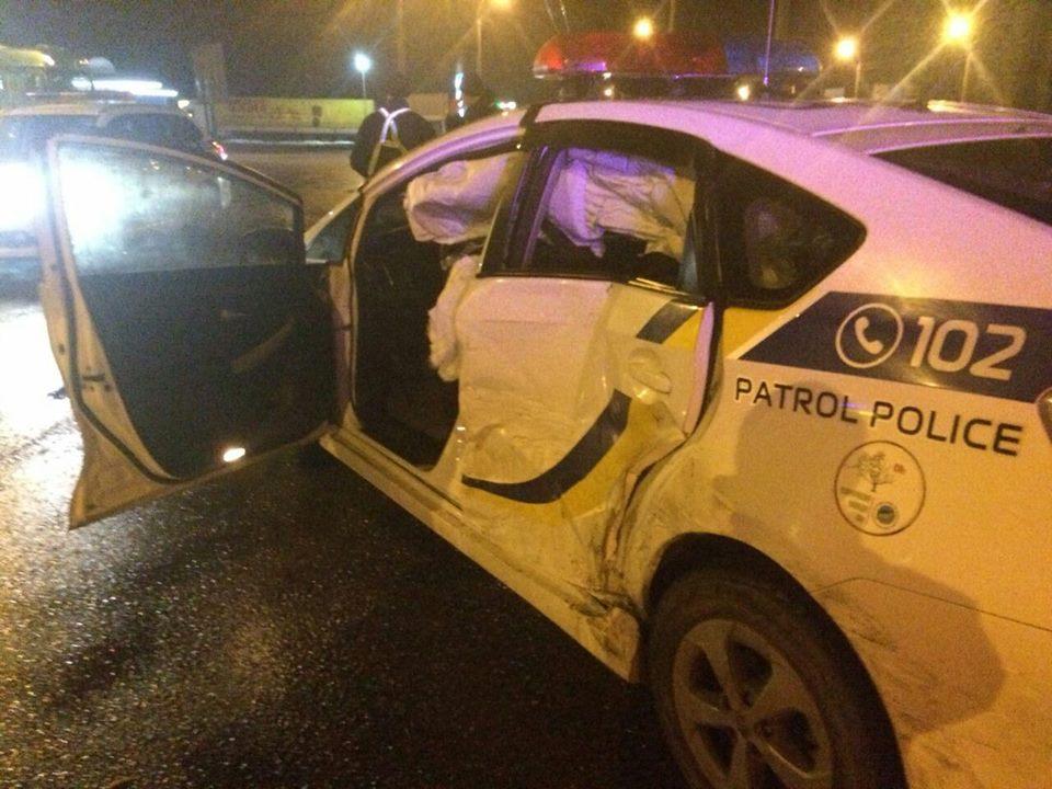 В Киеве и Ровно нарушители протаранили полицейские автомобили