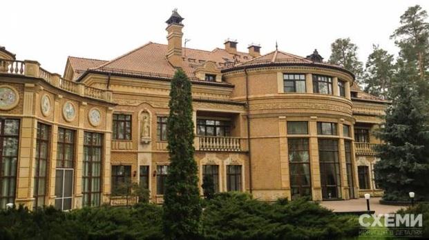 Санузлы из мрамора и солярий: Зеленский поселился в госрезиденции в Конч...
