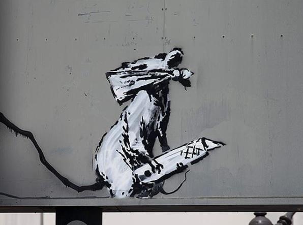 В Париже украли дорожный знак с рисунком Бэнкси