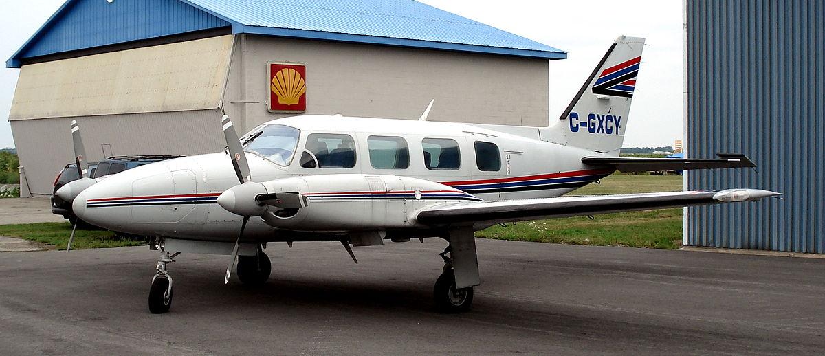 Самолет упал на живой дом в США: погиб пилот