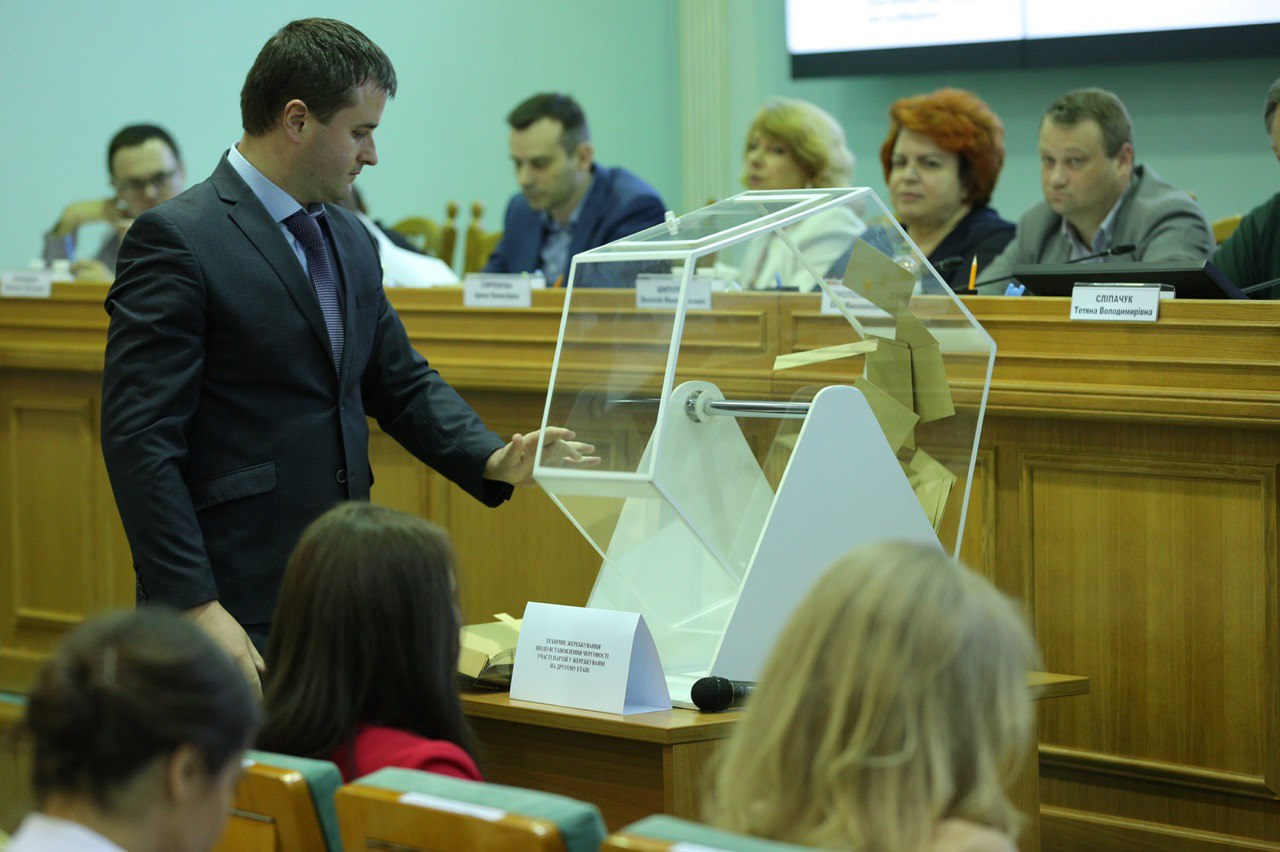 Первый номер в избирательном бюллетене получил Оппозиционный блок