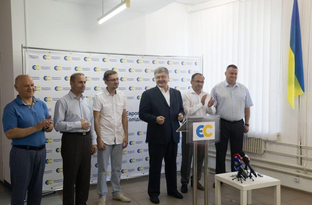 """Порошенко представил мажоритарщиков от """"Европейской солидарности"""""""