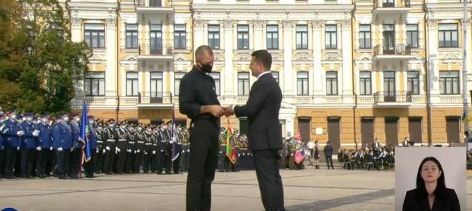 В День Независимости Зеленский присвоил звание заслуженного артиста Миха...