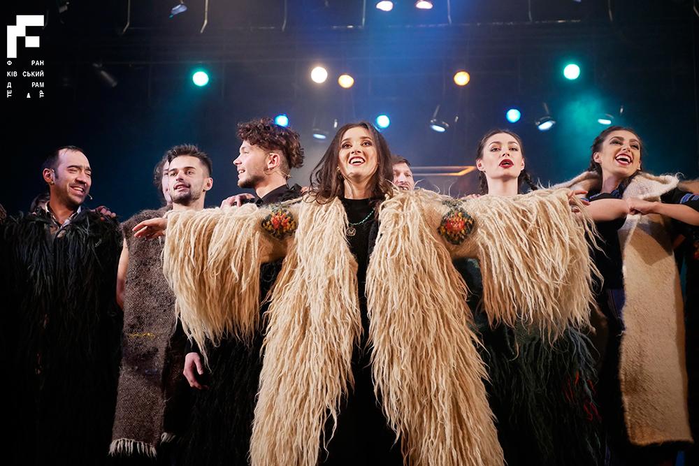В Киев везут мюзикл-сенсацию. Гуцульские шубы, световое шоу, оркестр и 3...