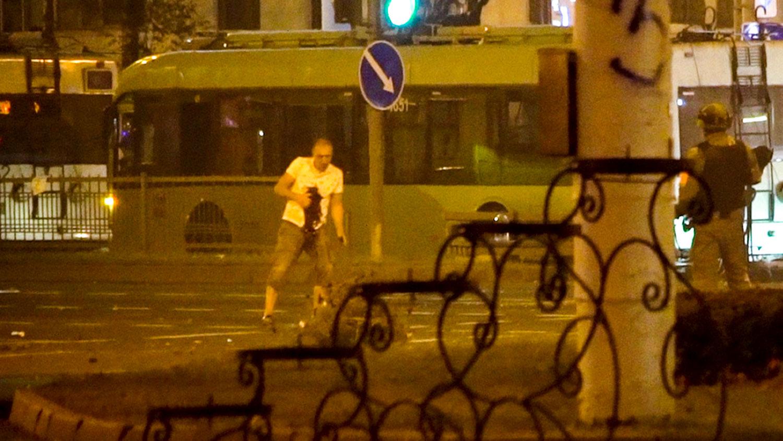 Участник протестов в Минске погиб не от бомбы в руке, руки у него были п...