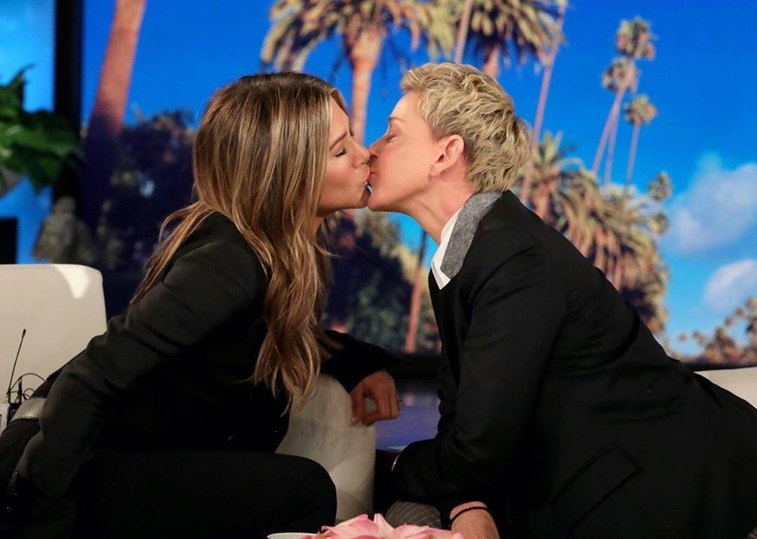 Дженнифер Энистон пришла на шоу Эллен Дедженерес и поцеловалась с ведуще...