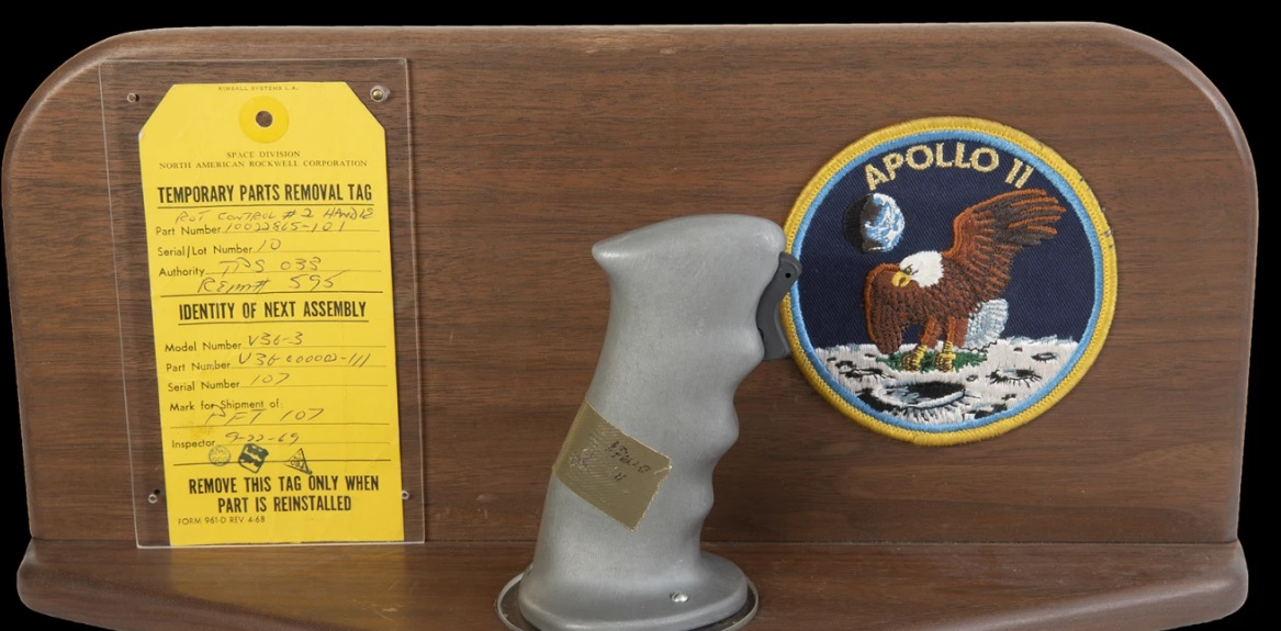 На аукцион выставлены редкие артефакты лунной миссии Apollo 11