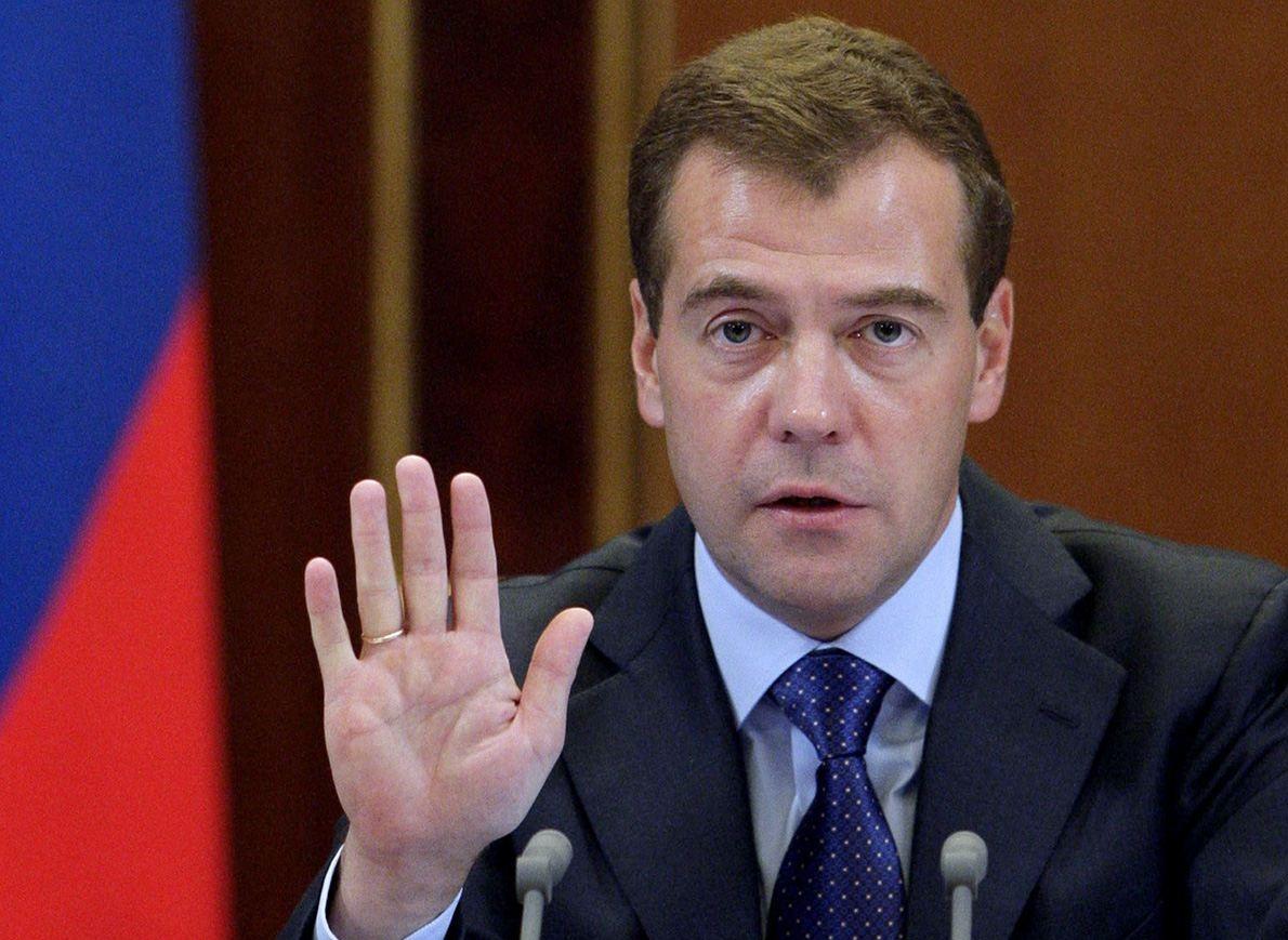 Медведев отменил запрет на чартеры в Турцию