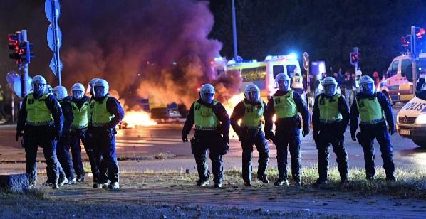 В шведском городе Мальме начались беспорядки из-за сожженного Корана