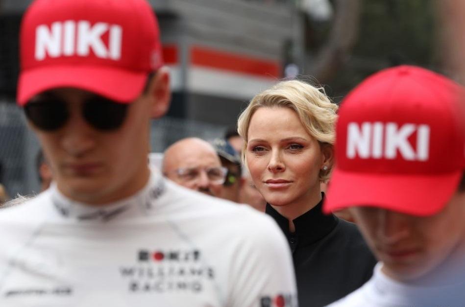 Поцелуй для гонщика: княгиня Монако поздравила победителя Гран-при
