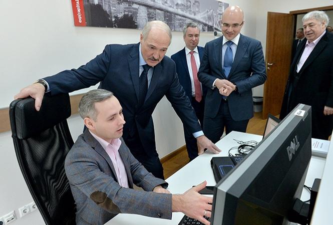 """""""Отключили из-за границы"""": Лукашенко объяснил проблемы с интернетом в де..."""